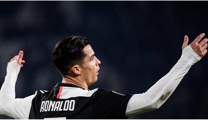Ronaldo khó chịu khi bị thay thế