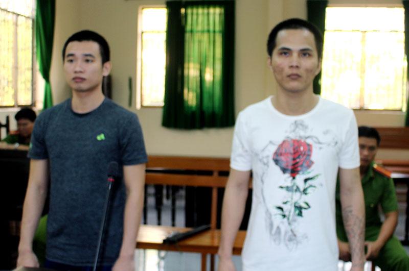 Bị cáo Trần Văn Vinh (phải) và bị cáo Võ Minh Thịnh tại phiên tòa hình sự sơ thẩm ngày 12-11-2019.