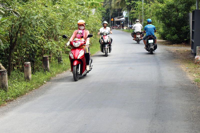 Đường nông thôn liên xã thuộc địa bàn ấp Tân An Thượng, xã Tân Thạch.