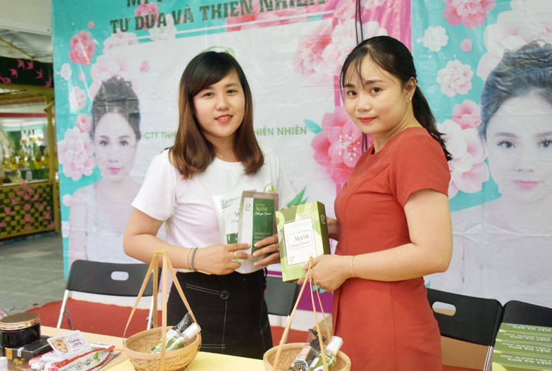 Mỹ phẩm Thiên dừa 3NC tại Lễ hội Dừa.