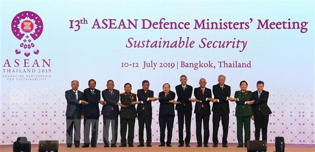 Các Bộ trưởng Quốc phòng tham dự hội nghị ADMM 13 chụp ảnh chung. Ảnh: TTXVN phát