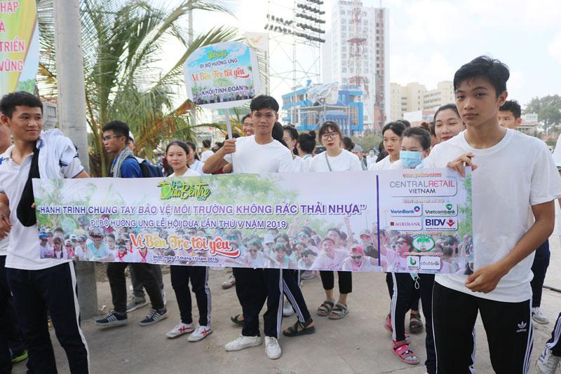 Lực lượng tham gia ngày đi bộ vì môi trường không rác thải nhựa.