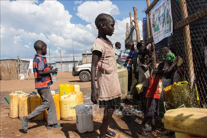 Bé gái tại trại tị nạn ở Juba, Nam Sudan. Ảnh: AFP/TTXVN