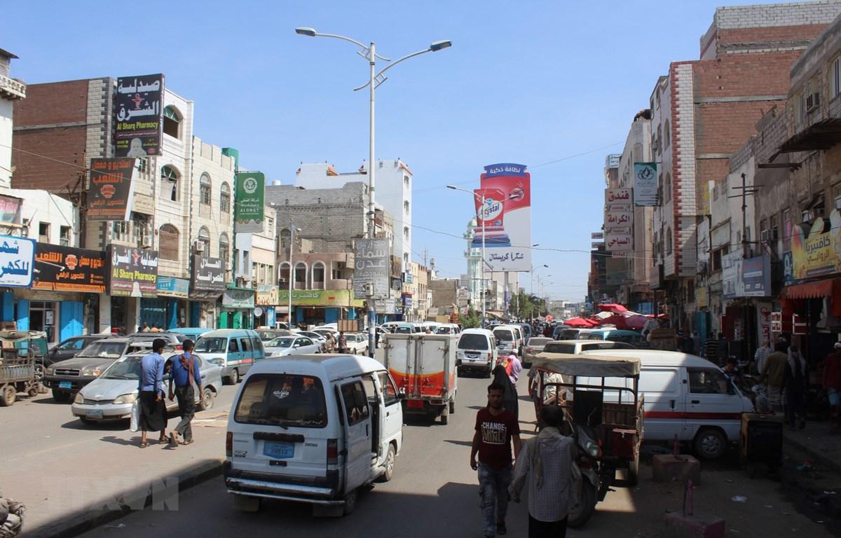 Người dân trên đường phố tại Aden, Yemen, ngày 6-11-2019. (Ảnh: AFP/TTXVN)