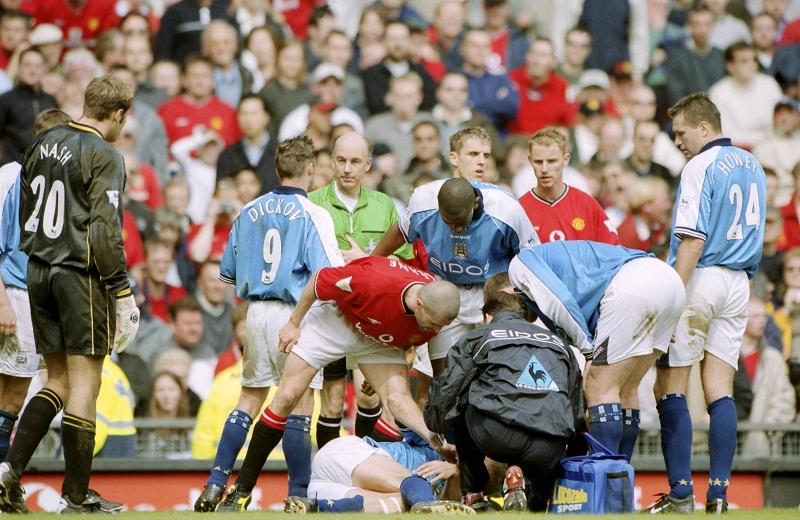 Cha của Erling Haaland đã mất sự nghiệp vì đòn thù của cựu đội trưởng MU, Roy Keane