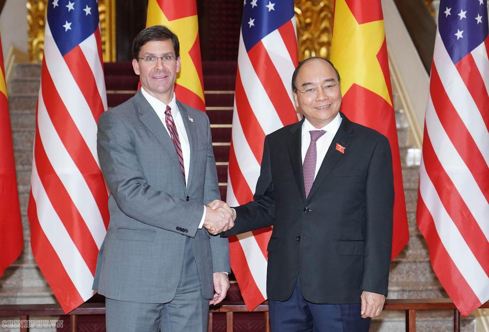 Thủ tướng Nguyễn Xuân Phúc tiếp Bộ trưởng Quốc phòng Hoa Kỳ Mark Esper. Ảnh VGP/Quang Hiếu