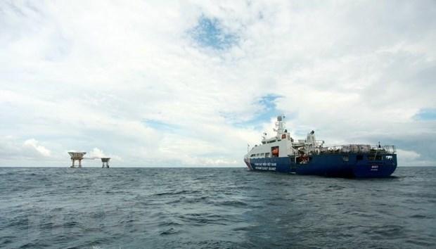 Tàu Cảnh sát biển 8001 (Bộ Tư lệnh Vùng Cảnh sát biển 3) làm nhiệm vụ tại khu vực nhà giàn DK1/15 thuộc cụm Phúc Nguyên trên Biển Đông. Ảnh minh họa: Lâm Khánh/TTXVN
