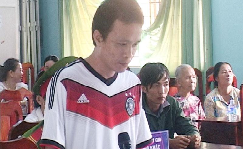 Bị cáo Dương Tấn Đạt tại tòa.