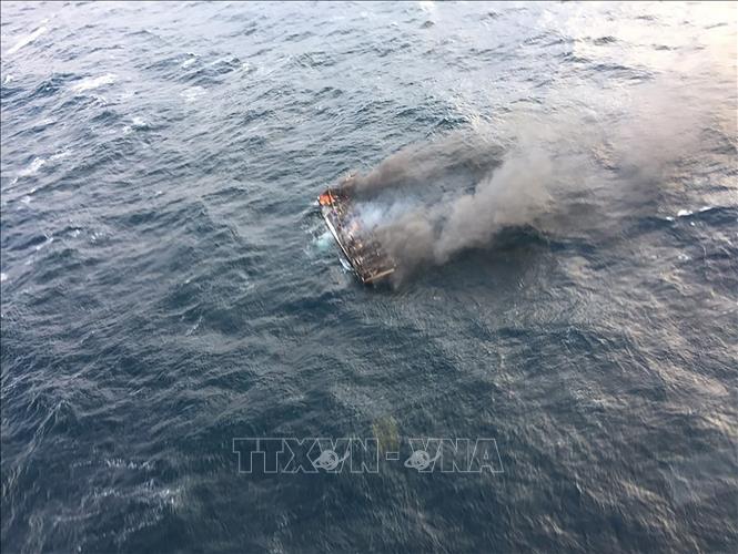 Hiện trường vụ cháy tàu cá ở ngoài khơi phía đông đảo Jeju, ngày 19-11-2019. Ảnh (do Lực lượng phòng vệ bờ biển Hàn Quốc cung cấp): AFP/TTXVN