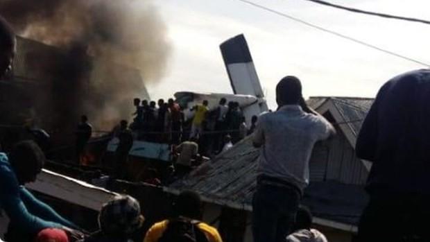 Máy bay bị rơi tại CHDC Congo. Ảnh: BBC