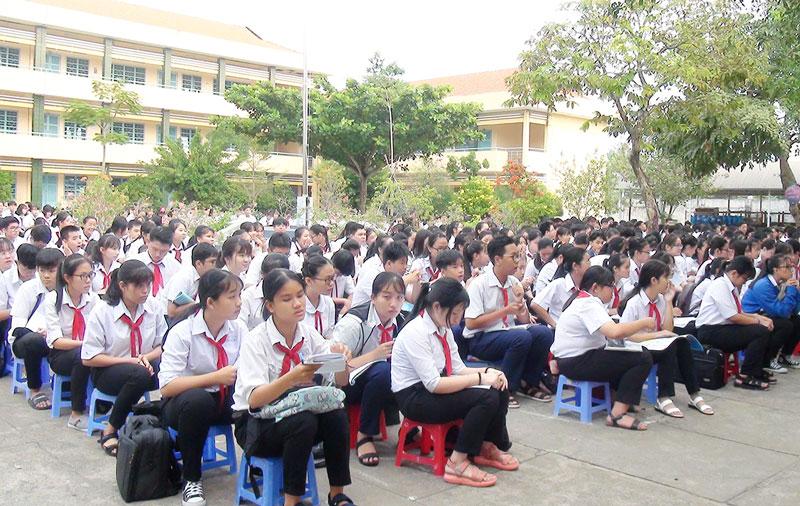 Thí sinh bước vào Kỳ thi học sinh giỏi lớp 9, năm học 2019-2020.