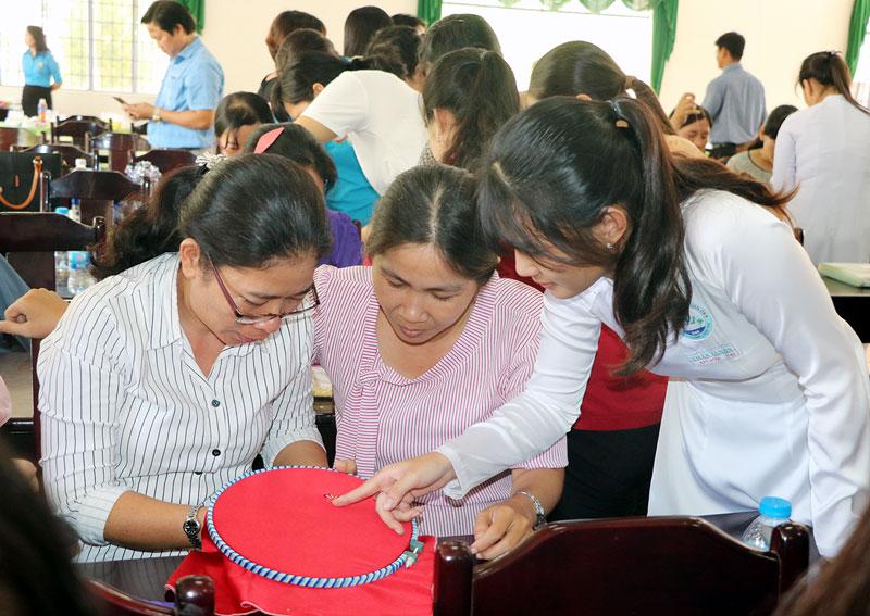 Học sinh vừa tốt nghiệp THPT đi lao động nước ngoài sẽ tiếp thu nhanh các kiến thức mới. Ảnh:T.Thảo