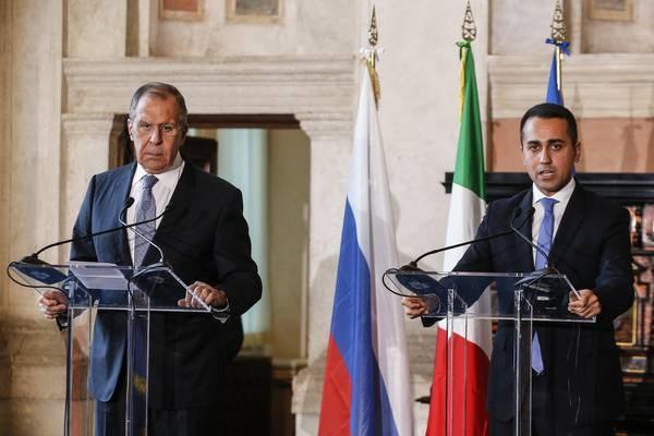 Ngoại trưởng Nga Sergei Lavrov và người đồng cấp Italy Luigi Di Maio. (Nguồn: ansamed.info)