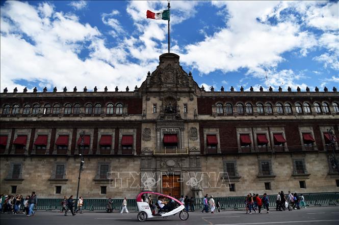 Quang cảnh bên ngoài Cung điện Quốc gia ở Mexico City, Mexico. Ảnh: AFP/ TTXVN