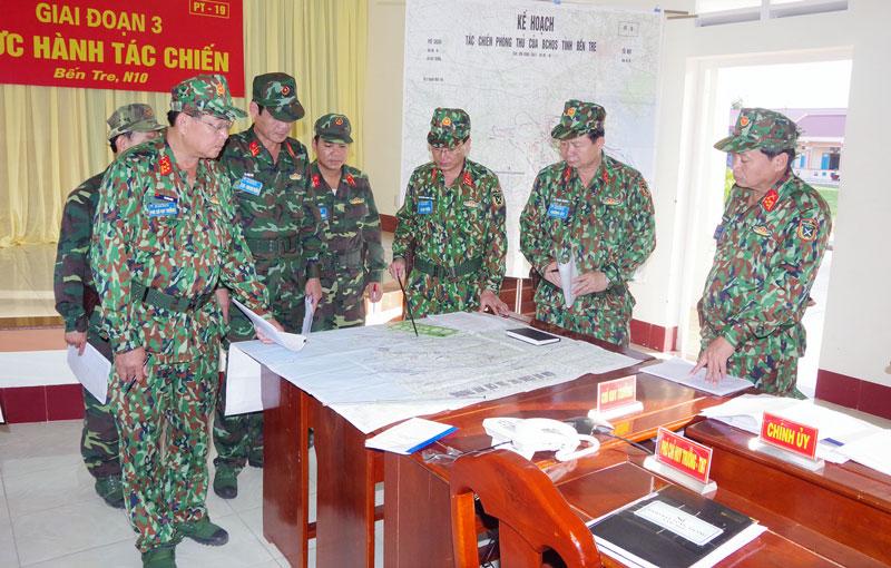 Bộ Chỉ huy Quân sự tỉnh tham gia diễn tập thực hành tác chiến khu vực phòng thủ. Ảnh: Đặng Thạch