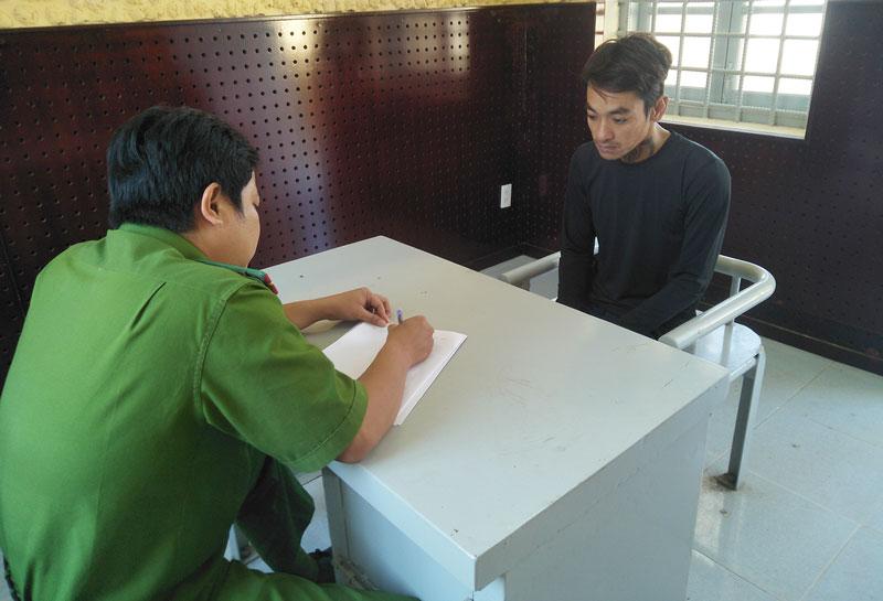 Cơ quan công an làm việc với Mai Văn Minh.