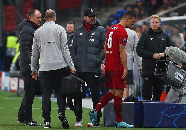 Lovren phải rời sân trước Salzburg