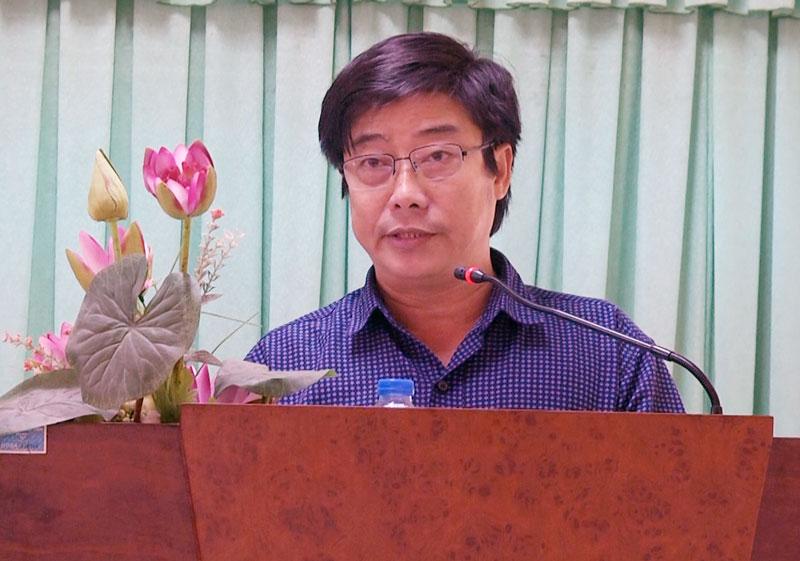 Phó chủ tịch UBND huyện Phạm Anh Linh phát biểu chỉ đạo tại cuộc họp.