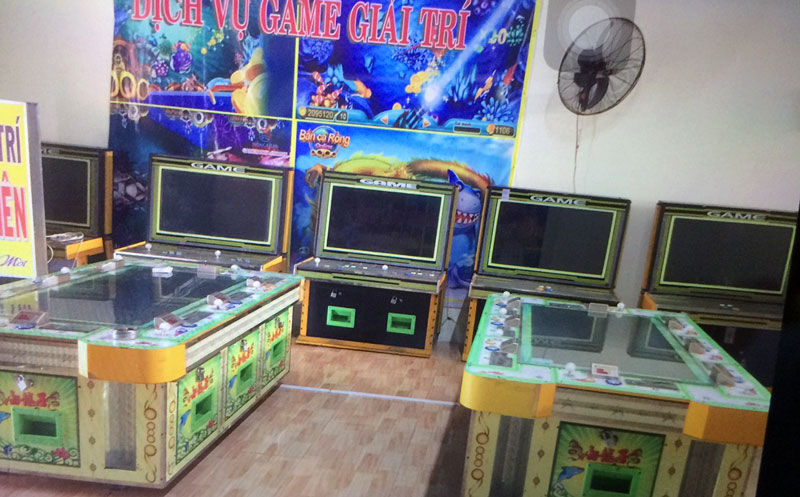 Tang vật 2 máy chơi game đang bị tạm giữ tại Cơ quan điều tra Công an huyện Giồng Trôm.