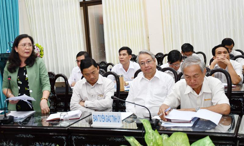 Trưởng ban Tổ chức Tỉnh ủy Hồ Thị Hoàng Yến phát biểu tại Hội nghị tổng kết công tác xây dựng Đảng năm 2019. Ảnh: H.Hiệp