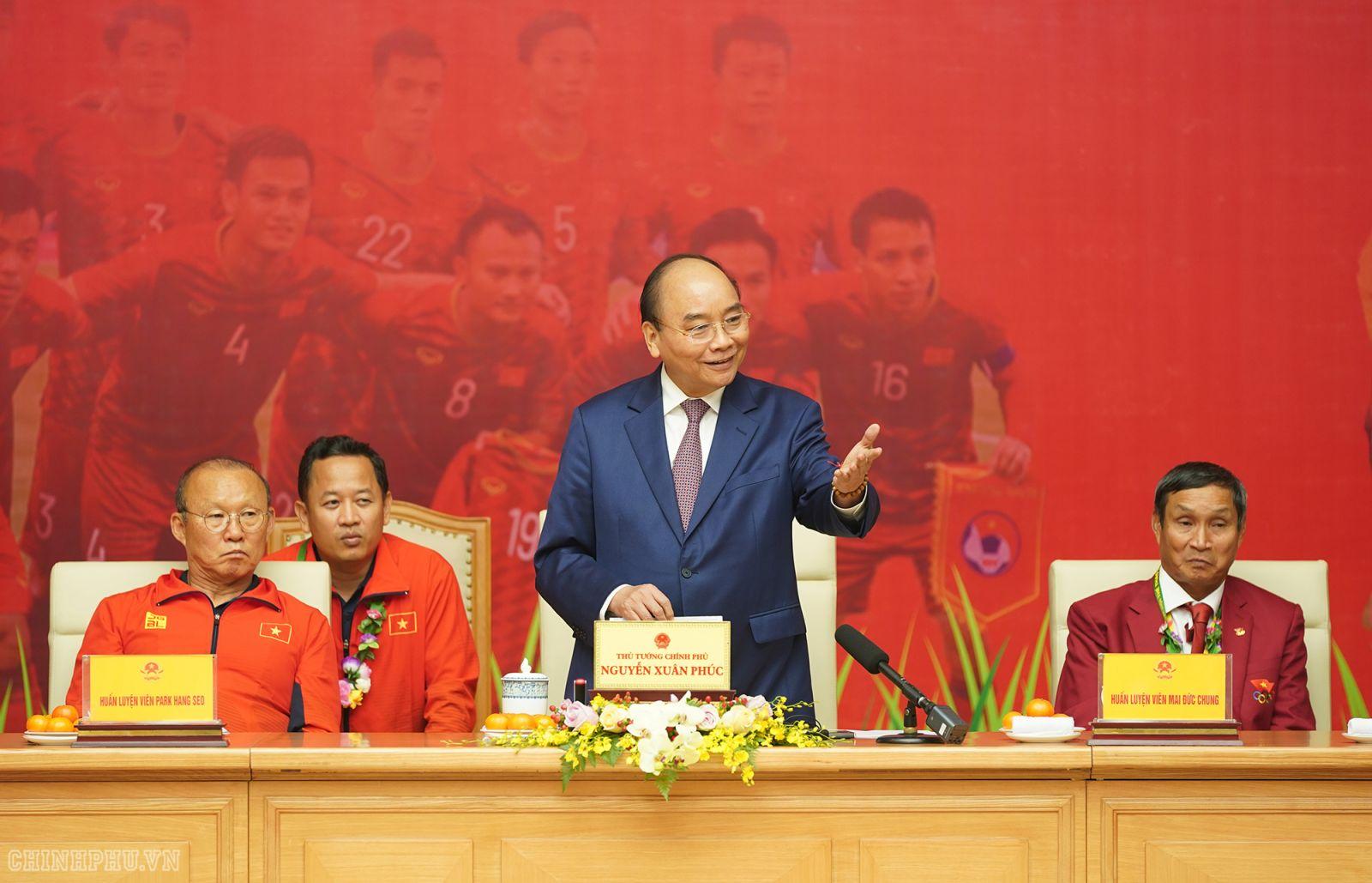 Thủ tướng Nguyễn Xuân Phúc phát biểu tại cuộc gặp mặt. Ảnh: VGP/Quang Hiếu
