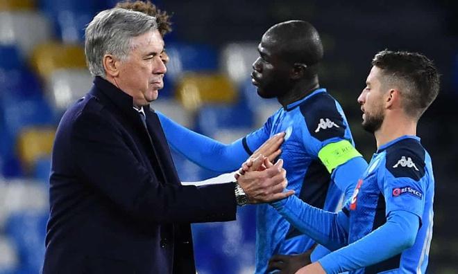HLV Ancelotti bị sa thải sau khi giúp Napoli giành vé đá vòng 1/8 Cúp C1
