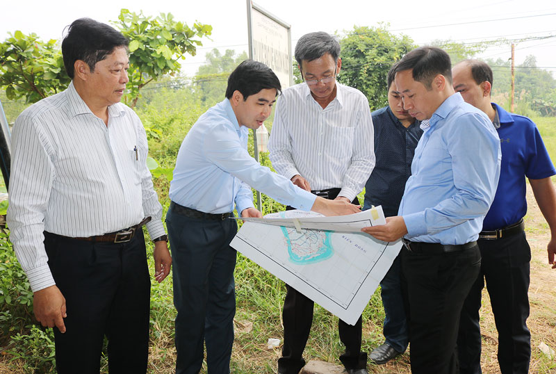 Đoàn kiểm tra thực tế tại Trạm bơm nước thô của Công ty Cổ phần cấp thoát nước tỉnh.