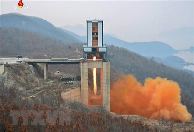 Một vụ thử động cơ tên lửa lực đẩy lớn của Triều Tiên tại bãi phóng vệ tinh Sohae ở tỉnh Bắc Pyongan tháng 3-2017. (Nguồn: YONHAP/TTXVN)