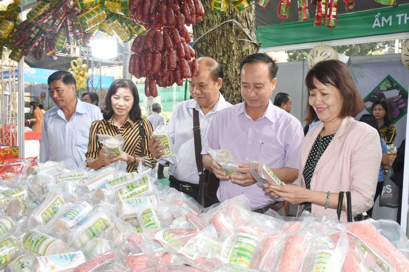 Sản phẩm OCOP được quan tâm giới thiệu, quảng bá tại các hội chợ trong và ngoài tỉnh.