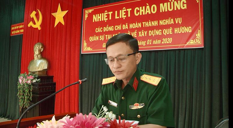 Thượng tá Lưu Văn Vũ - Chỉ huy trưởng Ban Chỉ huy Quân sự huyện phát biểu tại buổi lễ.
