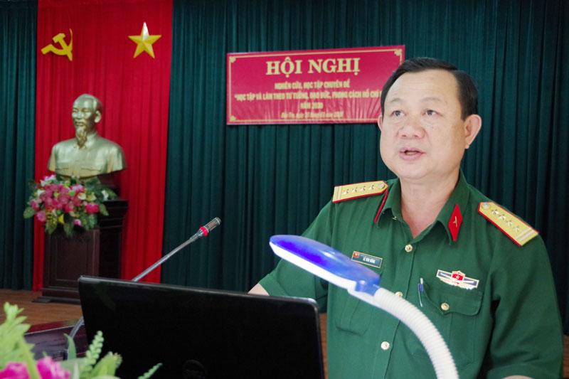 Đại tá Lê Văn Hùng - Chính ủy Bộ Chỉ huy Quân sự tỉnh triển khai chuyên đề 2020.