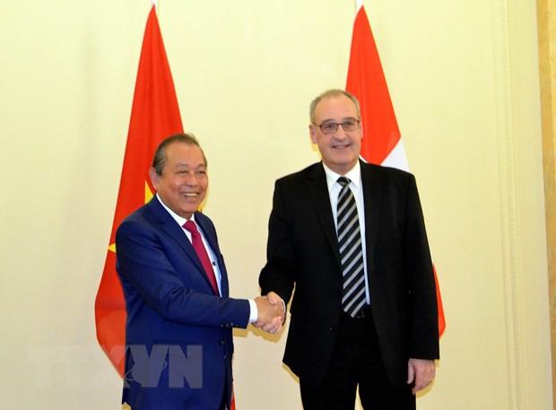 Phó thủ tướng Thường trực Trương Hòa Bình và Phó tổng thống kiêm Bộ trưởng Bộ Kinh tế, Giáo dục và Nghiên cứu Thụy Sĩ Guy Parmelin. Ảnh: Tố Uyên/TTXVN