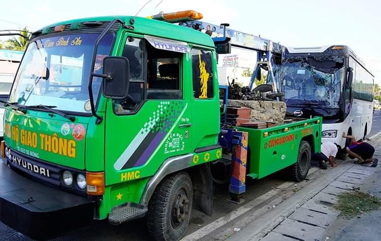 Lực lượng chức năng đang tiến hành bảo vệ hiện trường vụ tai nạn