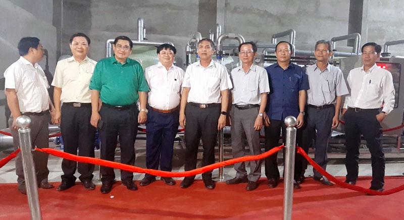 Lãnh đạo tỉnh, sở, ngành tỉnh tham quan hệ thống công nghệ tái chế nước thải công nghiệp và RO xử lý mặn.