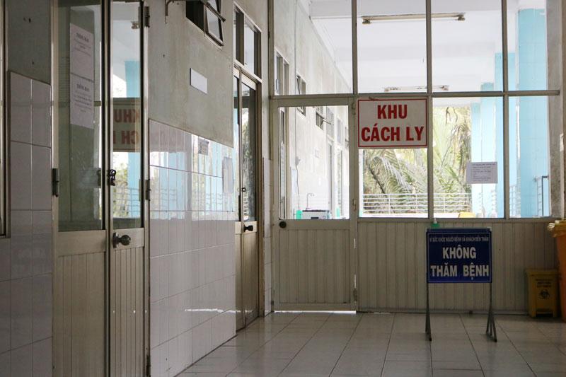 Bệnh nhân người nước ngoài đang điều trị cách ly tại Khoa nhiễm, Bệnh viện Nguyễn Đình Chiểu. Ảnh: Phan Hân