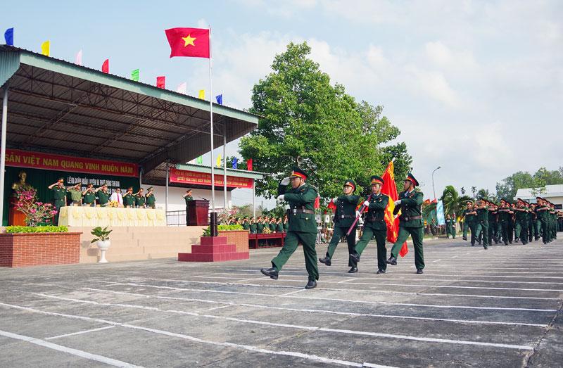 Duyệt đội ngũ trong Lễ ra quân huấn luyện và phát động thi đua năm 2019. Ảnh Đặng Thạch