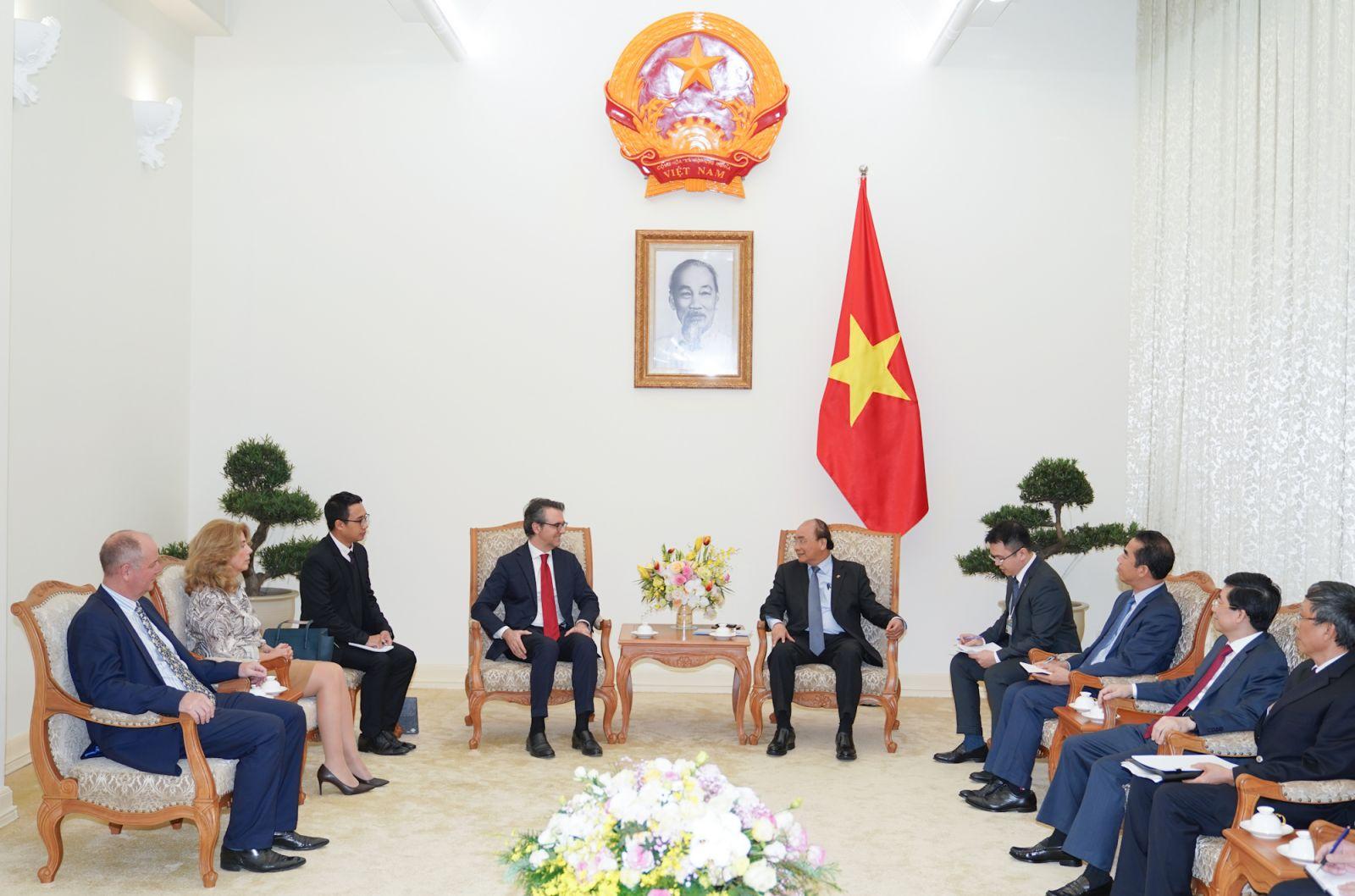 Thủ tướng Nguyễn Xuân Phúc tiếp Đại sứ, Trưởng phái đoàn EU tại Việt Nam. Ảnh: VGP/Quang Hiếu
