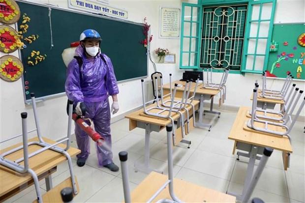 Trường THCS Trưng Vương, quận Hoàn Kiếm, Hà Nội, tiến hành phun thuốc khử khuẩn trong sáng ngày 14-2-2020. Ảnh: Thanh Tùng/TTXVN