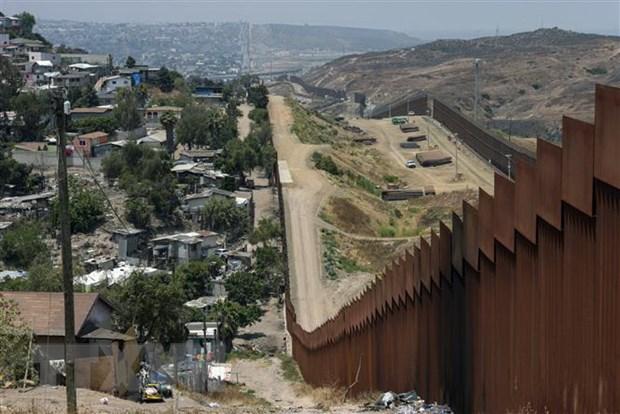 Hàng rào biên giới giữa Mỹ và Mexico tại Tijuana, Baja California, Mexico. Ảnh: AFP/TTXVN