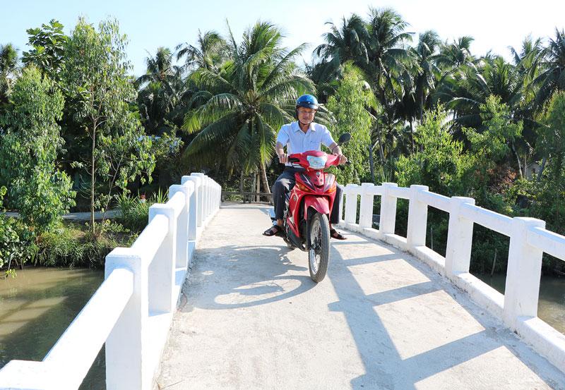 Cầu nông thôn xã Hương Mỹ (Mỏ Cày Nam).
