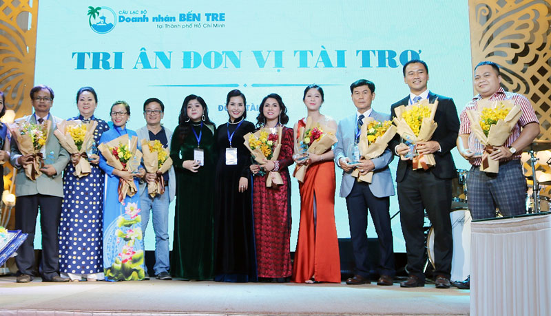 Anh Lư Nguyễn Xuân Vũ (thứ hai, phải sang) tại buổi họp mặt doanh nhân Bến Tre tại TP. Hồ Chí Minh.
