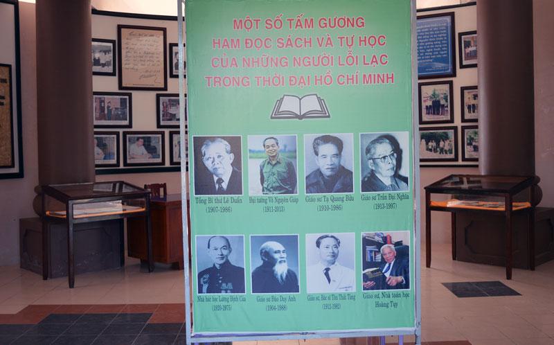 Thư viện tổ chức trưng bày sách và giới thiệu các danh nhân.
