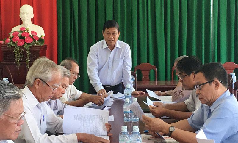 Bí thư Huyện ủy Ba Tri Võ Văn Phê phát biểu kết luận hội nghị. Ảnh: T. Dũng
