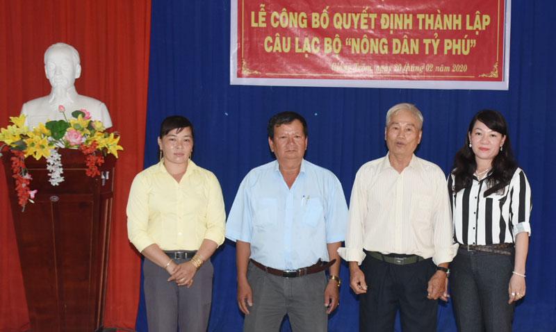 Ra mắt Ban Chủ nhiệm Câu lạc bộ Nông dân tỷ phú huyện Giồng Trôm.