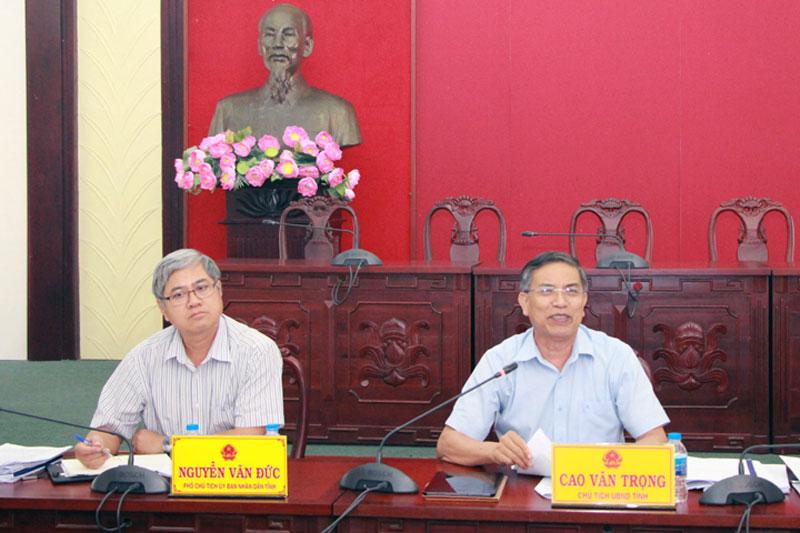 Chủ tịch UBND tỉnh Cao Văn Trọng phát biểu tại cuộc họp.