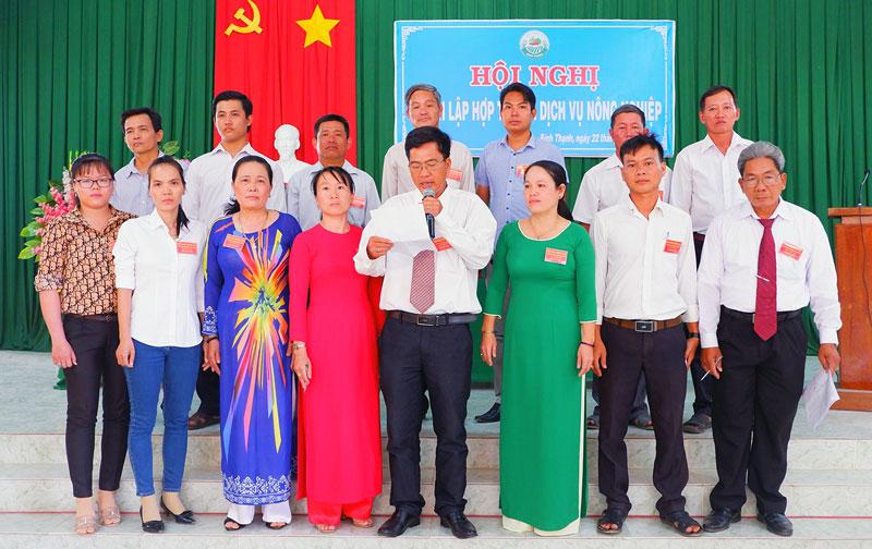Ra mắt Hội đồng quản trị, Ban kiểm soát và Ban giám đốc hợp tác xã.