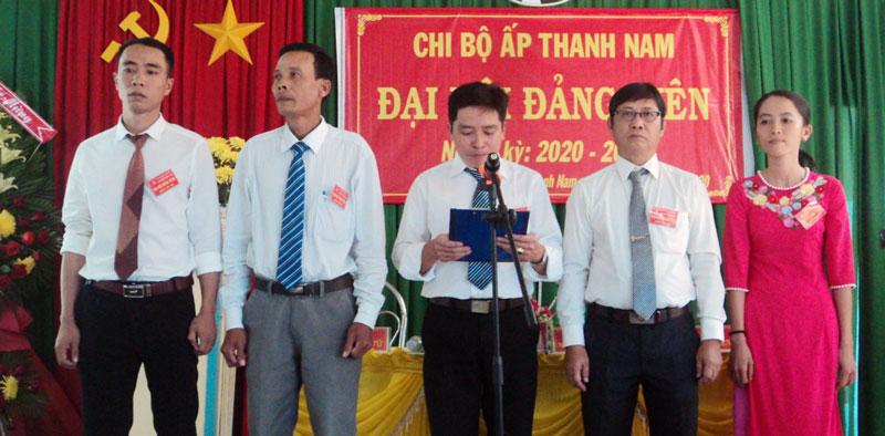 Ra mắt Ban Chi ủy Chi bộ ấp điểm Thanh Nam, xã Tân Thanh Tây.