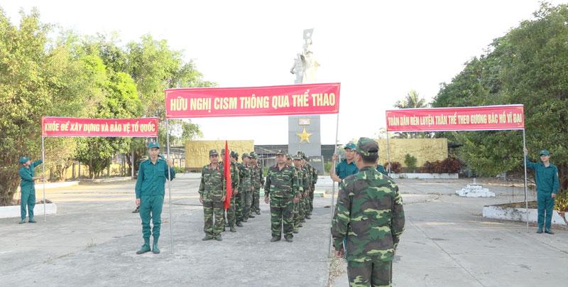Sĩ quan, quân nhân chuyên nghiệp và lực lượng dân quân thường trực của Ban Chỉ huy Quân sự huyện tham gia ngày Chạy thể thao CISM.