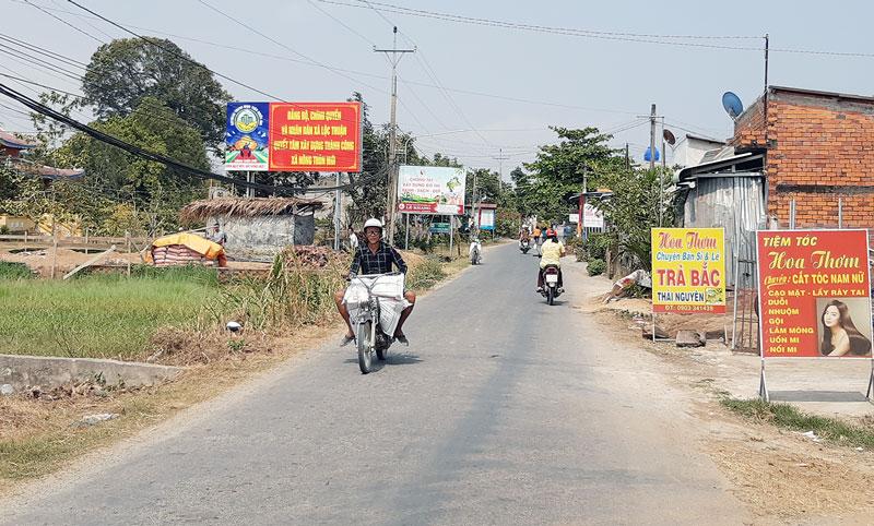 Đường về xã Lộc Thuận.