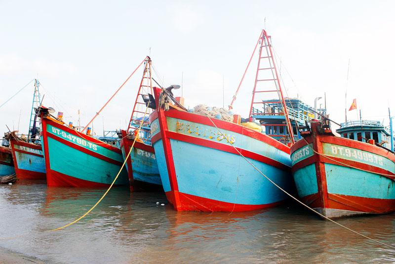 Tàu cá của ngư dân xã Bình Thắng tham gia bảo vệ chủ quyền an ninh biên giới biển.
